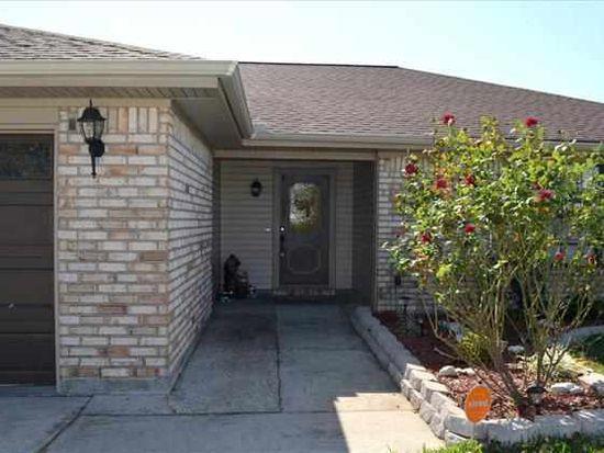 605 Drawhorn Dr, Port Neches, TX 77651
