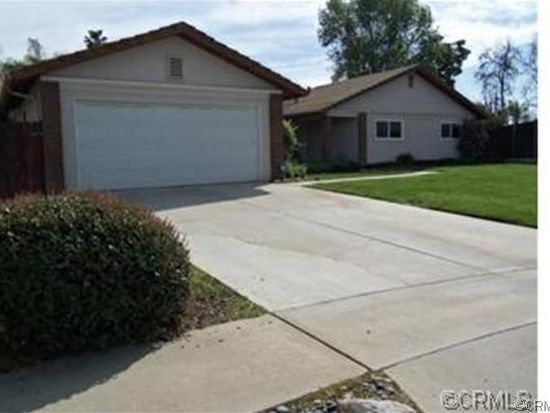 240 Pinewood Ct, Redlands, CA 92374