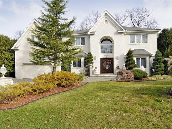 42 Stonewall Ct, Woodcliff Lake, NJ 07677