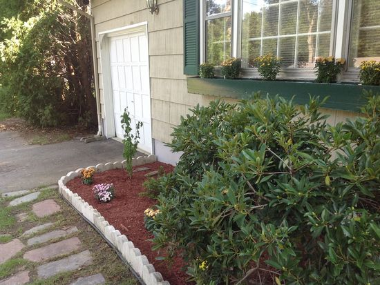 38 Laurel Leaf Dr, Gales Ferry, CT 06335