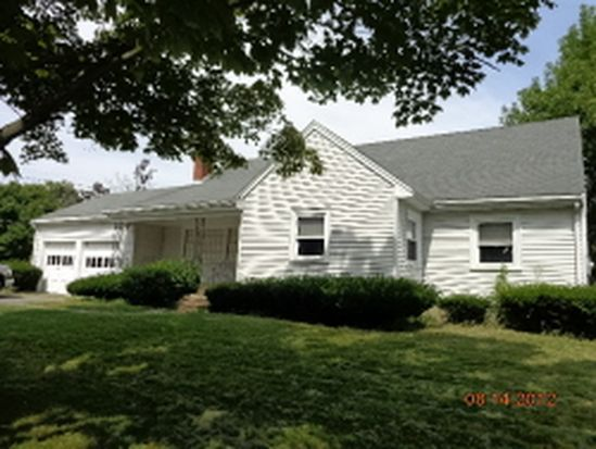 65 Newcastle Rd, Peabody, MA 01960
