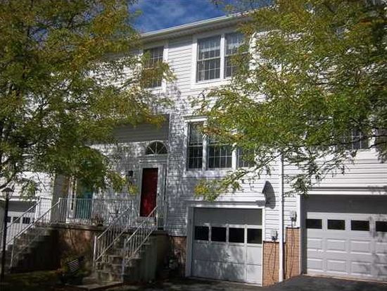 11 Cherryhurst Ln, Bridgeville, PA 15017