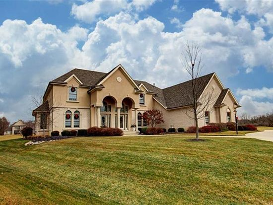 1138 Waters Edge Dr, Centerville, OH 45458