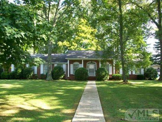 318 Oak Park Dr, Tullahoma, TN 37388