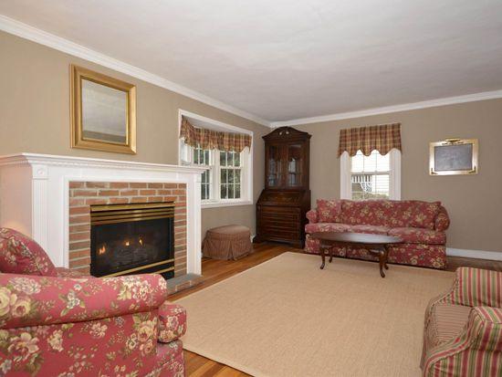 62 Carlton Ter, Stewart Manor, NY 11530