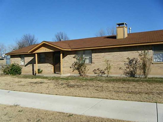 1025 SW 15th St, Moore, OK 73160