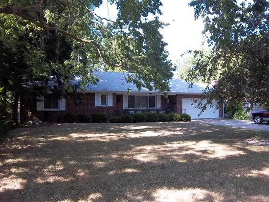 315 Meadowgrove Dr, Englewood, OH 45322