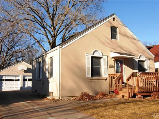 2413 S Hawthorne Ave, Sioux Falls, SD 57105