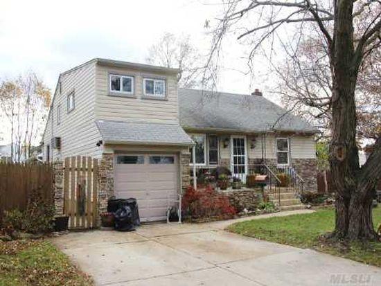 3862 Clove Ct, Seaford, NY 11783