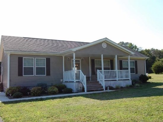 109 Thunder Ridge Rd, Huddleston, VA 24104
