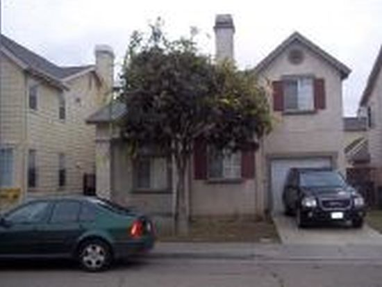 978 Village Cir, Oakland, CA 94607