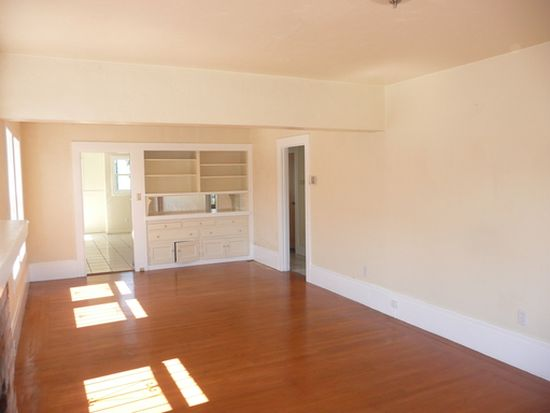 5042 Bancroft Ave, Oakland, CA 94601