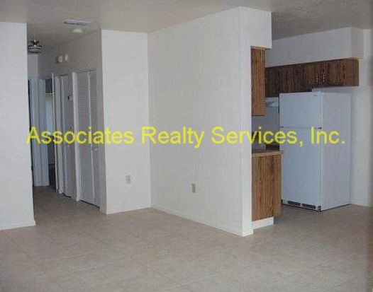 1213 NW 39th Ave APT H2, Gainesville, FL 32609