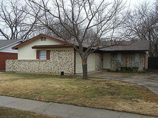 725 SW Hillside Dr, Burleson, TX 76028