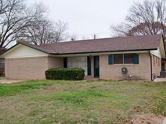 1214 Hillside Dr, Gainesville, TX 76240