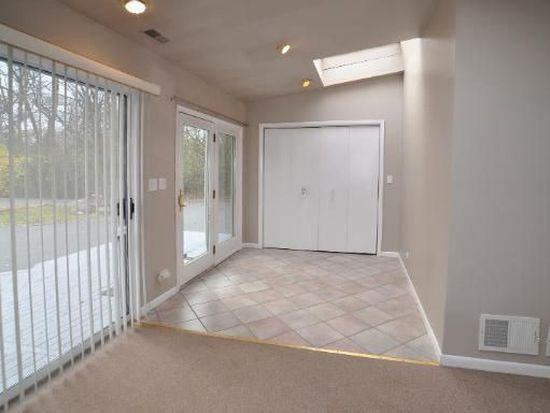 2240 Riverwoods Rd, Riverwoods, IL 60015