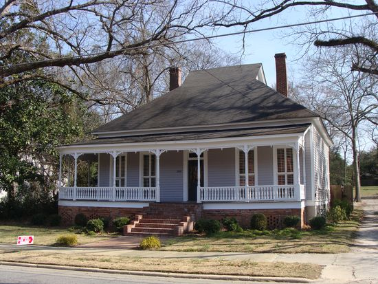 309 S Smith St, Sandersville, GA 31082