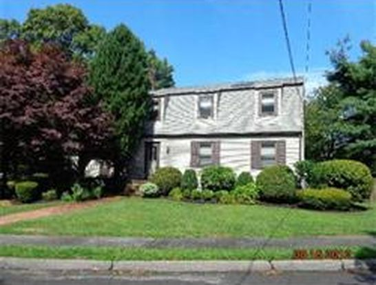 39 Pinecliff Dr, Marblehead, MA 01945