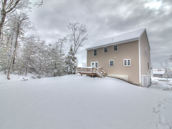 60 Waterford Dr, Sandown, NH 03873
