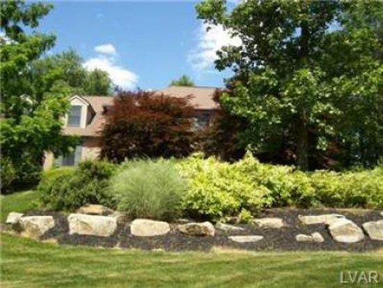 27 Pine Manor Dr, Hellertown, PA 18055