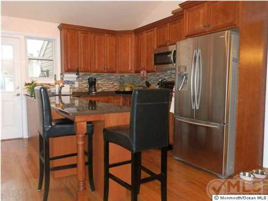 15 Millbrook Dr, New Monmouth, NJ 07748