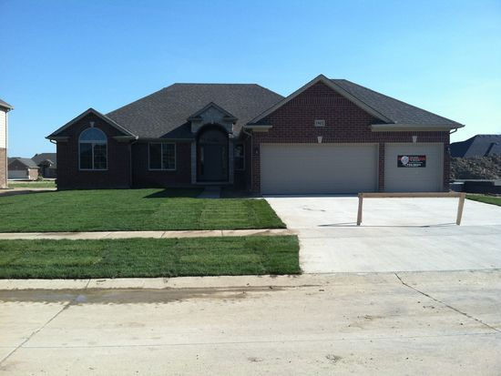 19432 Middle Branch Dr, Macomb, MI 48044