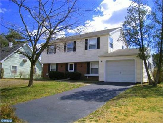 50 Patriot Ln, Willingboro, NJ 08046