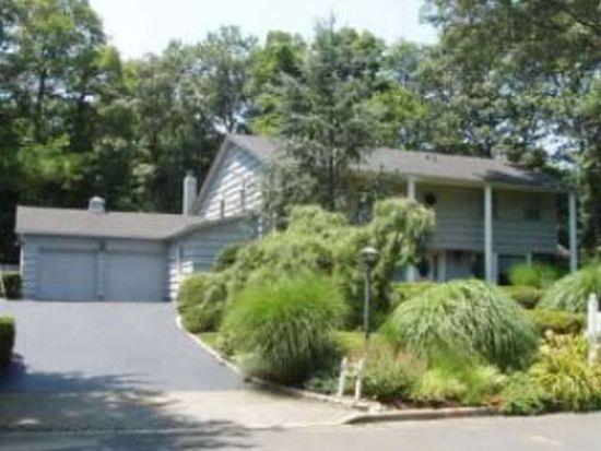 29 Tree Hollow Ln, Dix Hills, NY 11746