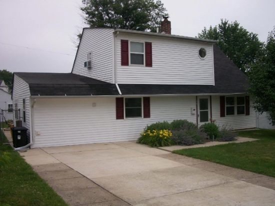 50 Hickory Ln, Levittown, PA 19055