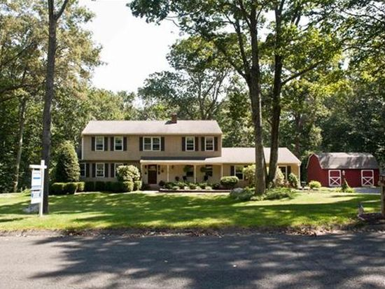 3 Winding Brook Rd, Newtown, CT 06470