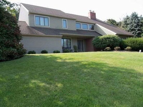 9736 Newtown Rd, Breinigsville, PA 18031
