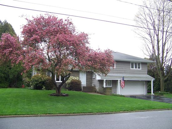 46 Admiral Dr, New London, CT 06320