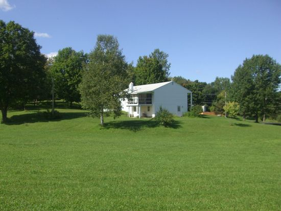 2716 Rolling Hills Rd, Camillus, NY 13031