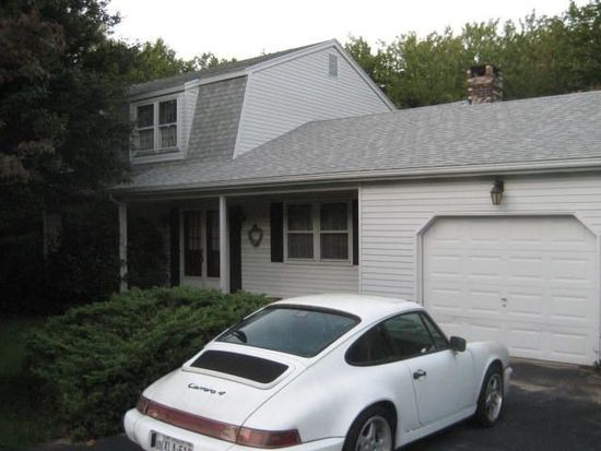 9 Wallace St, Waterford, CT 06385