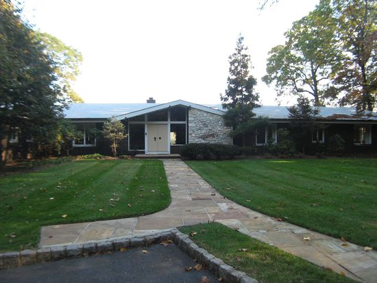 95 Stanie Brae Dr, Watchung, NJ 07069