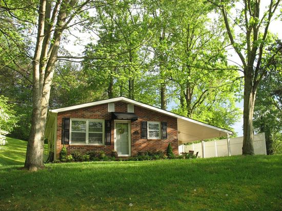 2 Sleepy Hollow Ln, Johnson City, TN 37604