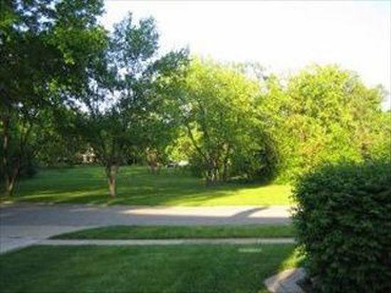 88 Hillcrest Ave, Glen Ellyn, IL 60137