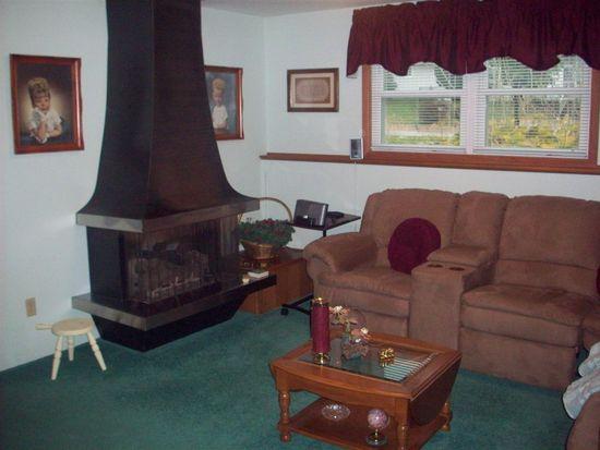 206 Maryhill Dr, Cedar Falls, IA 50613