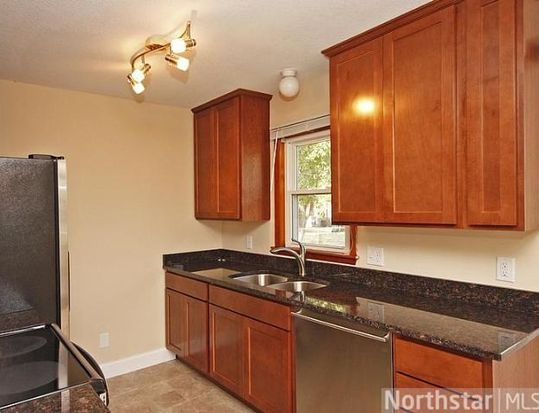 3700 Hubbard Ave N, Robbinsdale, MN 55422