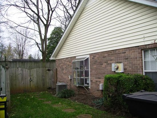 216 Hillside Ct, Murfreesboro, TN 37130