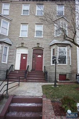 585 M L K Blvd, Newark, NJ 07102