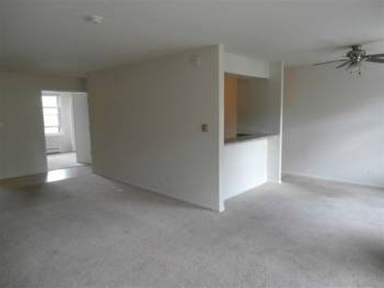 2050 Hassell Rd APT 201, Hoffman Estates, IL 60169