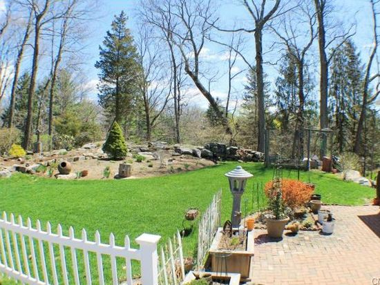 270 Smith Ridge Rd, New Canaan, CT 06840