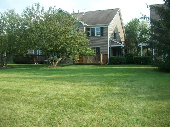 474 Village Creek Dr, Lake In The Hills, IL 60156