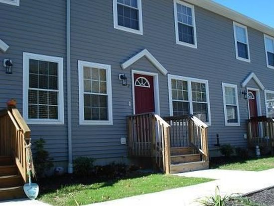 10 Cathcart Dr APT 7, Griswold, CT 06351