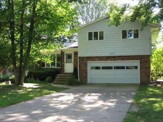 5842 Barton Rd, North Olmsted, OH 44070