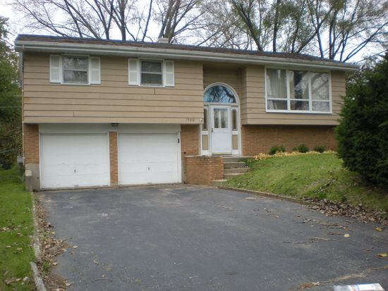 1306 Monroe St, Lake In The Hills, IL 60156