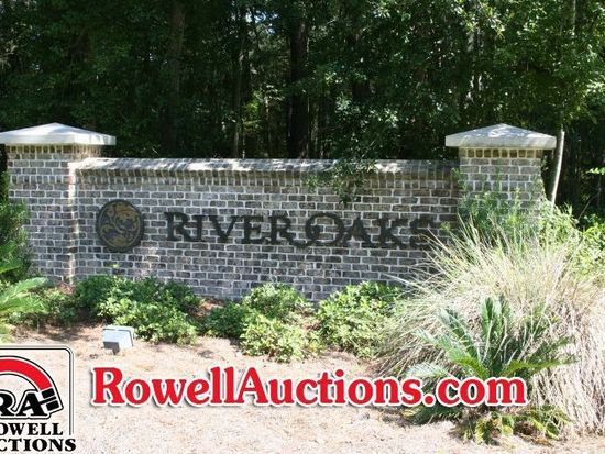 1301 River Oaks Dr, Richmond Hill, GA 31324
