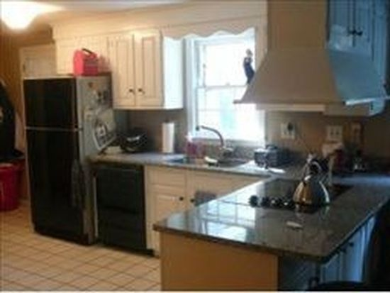 2 Freedom Hill Rd, Hampstead, NH 03841