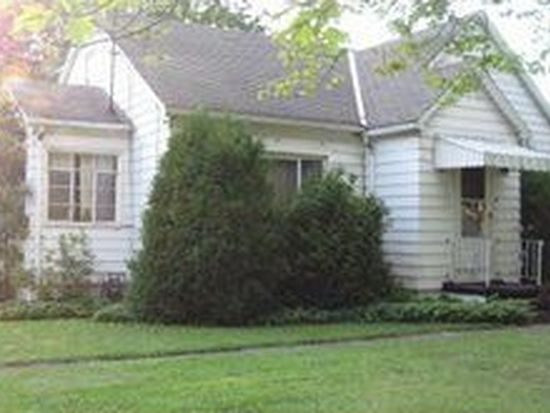 206 S Crescent Dr, Hermitage, PA 16148